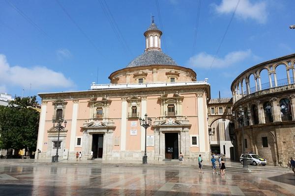 Altstadt El Carmen von Valencia die Basilica am Plaza de la Virgen