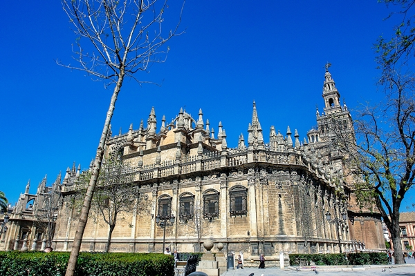 Kathedrale und Giralda in Sevilla