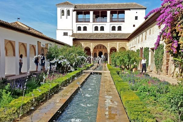 Der schöne Garten des Palacio Generalife Garten in Granada