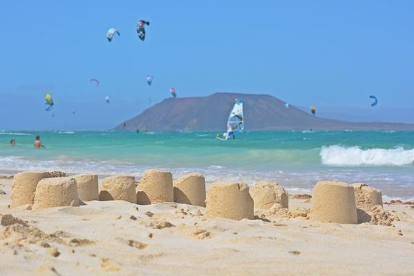Strand von Coralejo mit Blick auf die Isla de Lobos
