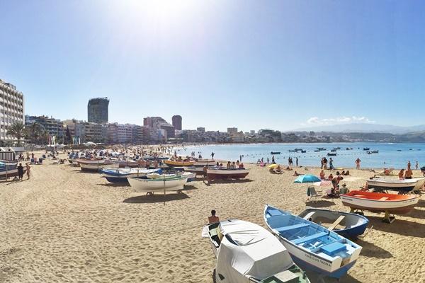 Der Strand Las Canteras von Las Palmas